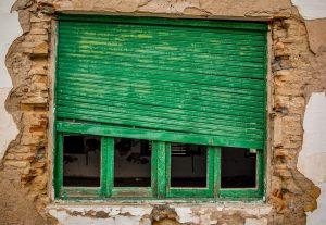 Kaputtes Altbau-Fenster