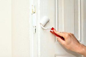 Tür lackieren, statt neue Wohnung suchen.