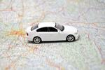 Miniaturauto auf Landkarte – Kfz ummelden mit Zulassungsbezirkswechsel