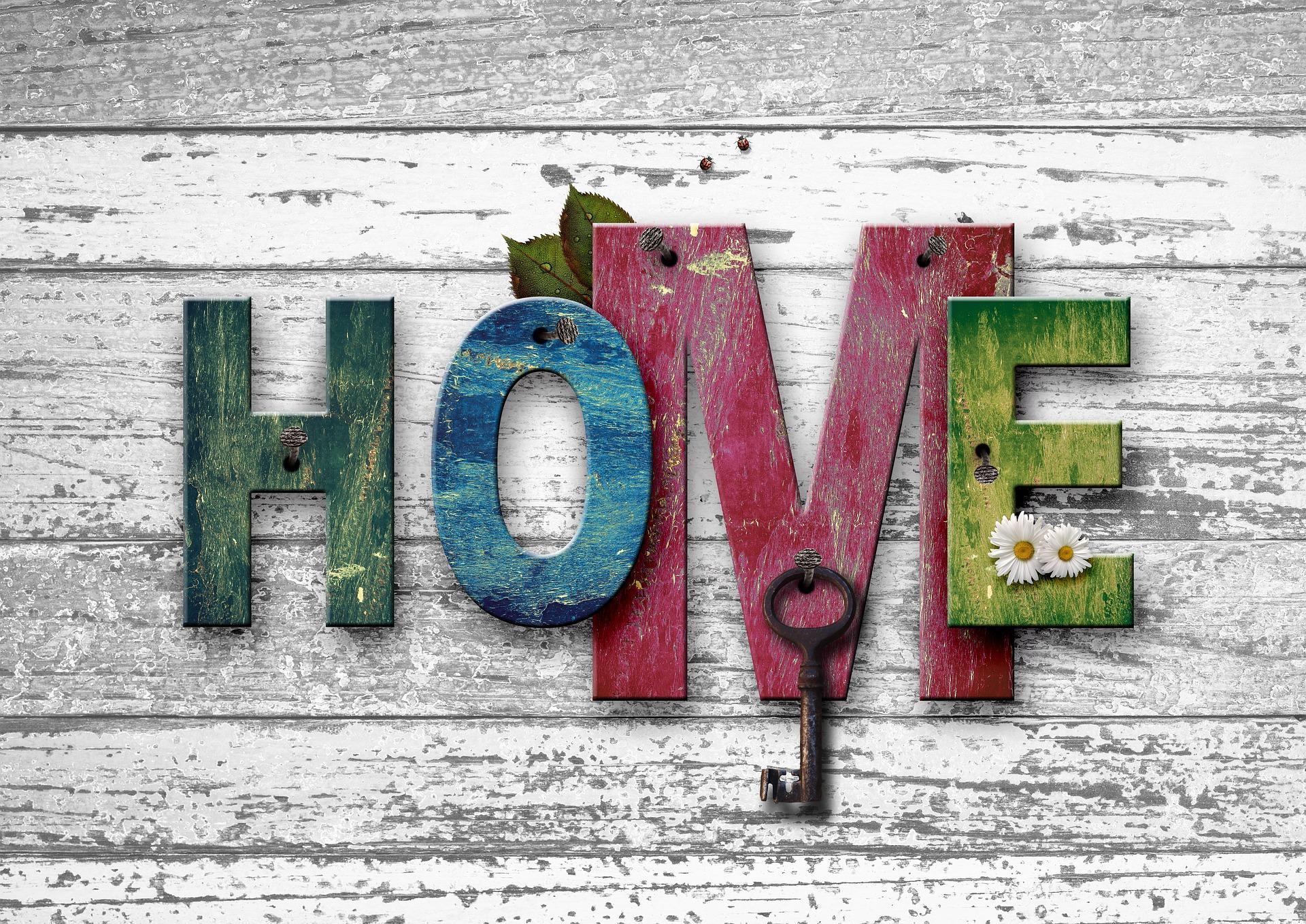 Schild: zu Hause - Beim Zusammenziehen ein wichtiger Faktor der Gefühle